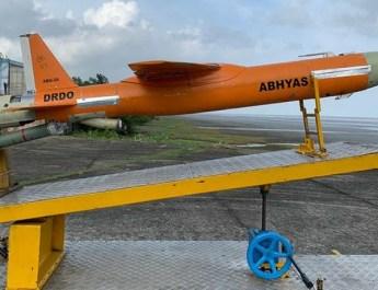 डी आर डी ओ ने किया ' हीट' का सफल उड़ान परीक्षण