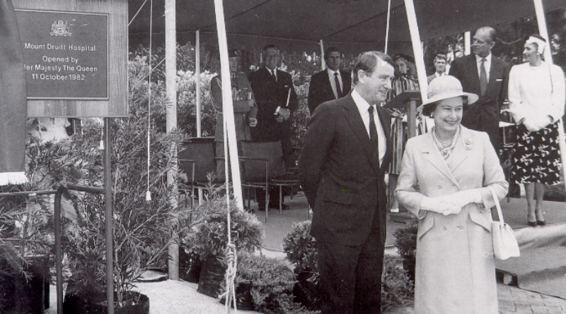 Queen opens Mount Druitt Hospital