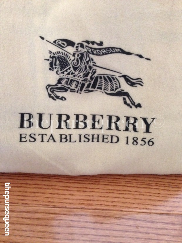 burberry dustbag logo closeup