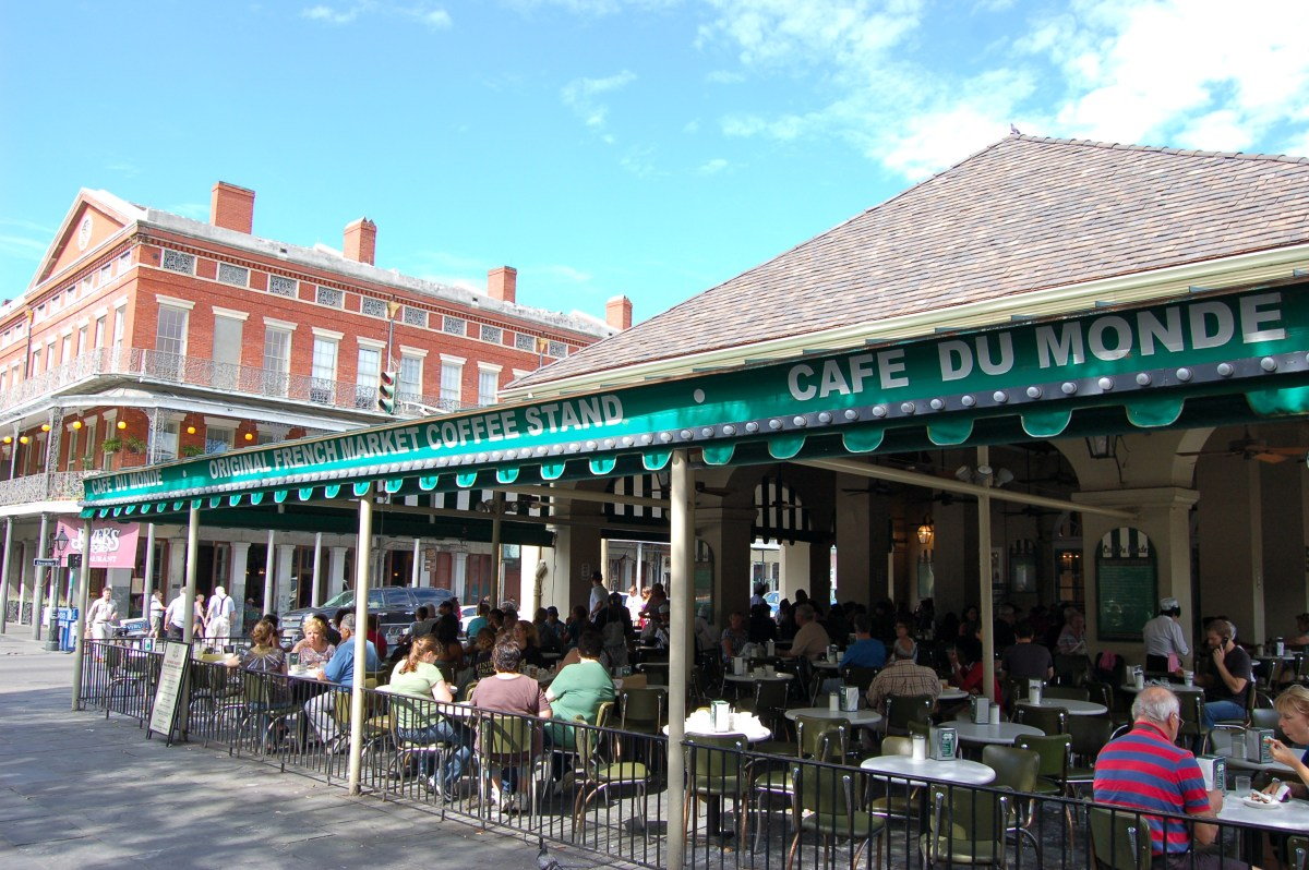 Cafe du Monde reopens for in-dining service as COVID-19 lockdown restrictions are lifted