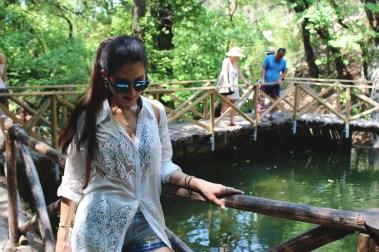 Wearing: Silvian Heach shirt dress, SH by Silvian Heach shorts, Dior So Real, Adidas Superstars and Silvian Heach backpack.