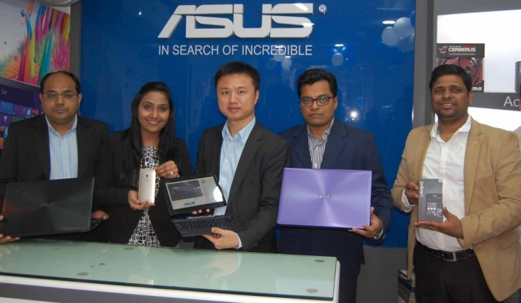 Mr Peter Chang, launching ASUS' 1st Exclusive Store in Agra