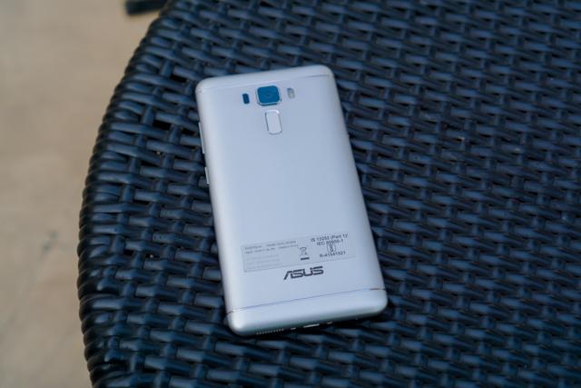 Zenfone 3 Laser on Table - Rear