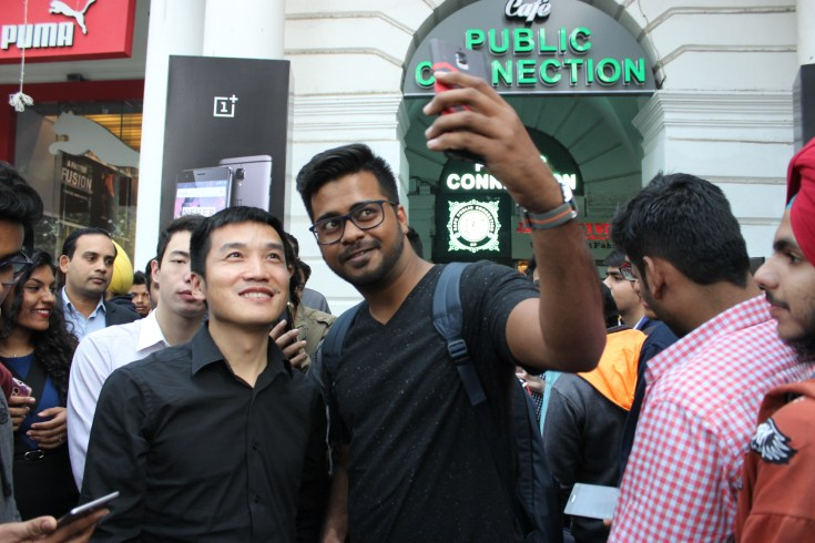 Pete Lau, Founder & CEO, OnePlus interacting with fans in Delhi
