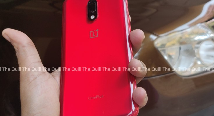 OnePlus 7 in the hand