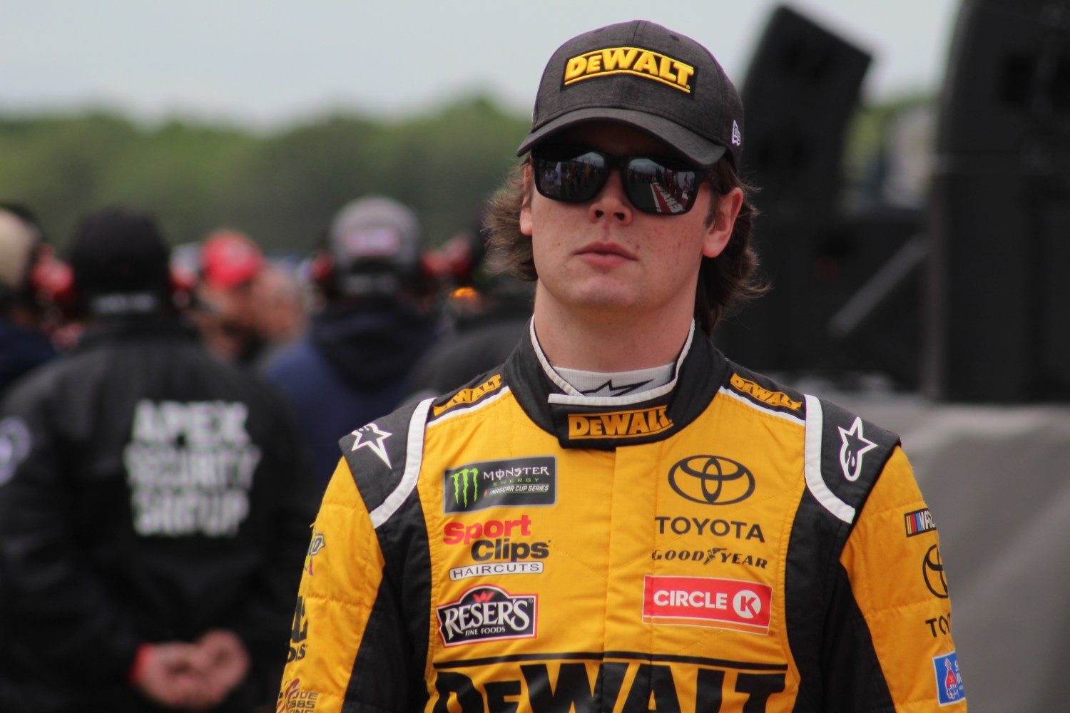 Erik Jones walks during driver introductions for the 2018 Pocono 400. (Tyler Head | The Racing Experts)