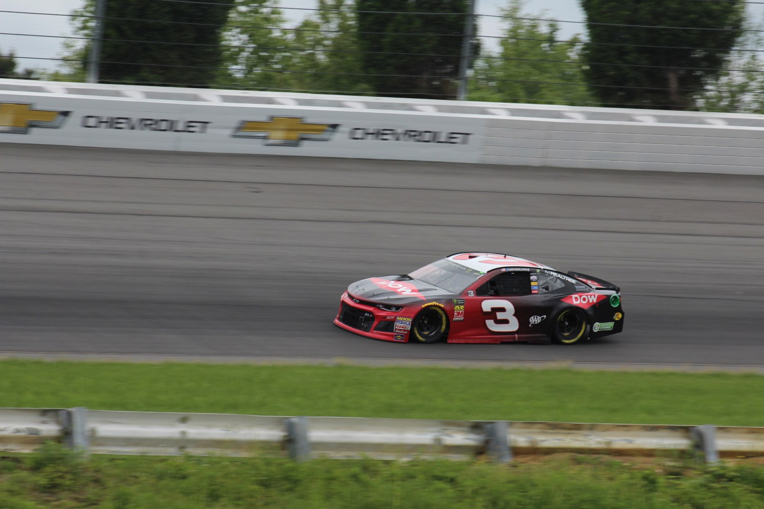 Austin Dillon races during the 2018 Pocono 400. (Tyler Head | The Racing Experts)