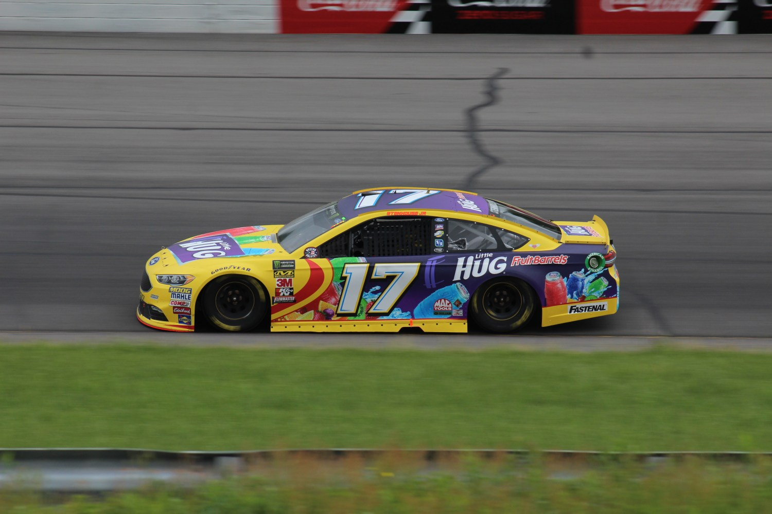 Ricky Stenhouse Jr. races during the 2018 Pocono 400. (Tyler Head   The Racing Experts)