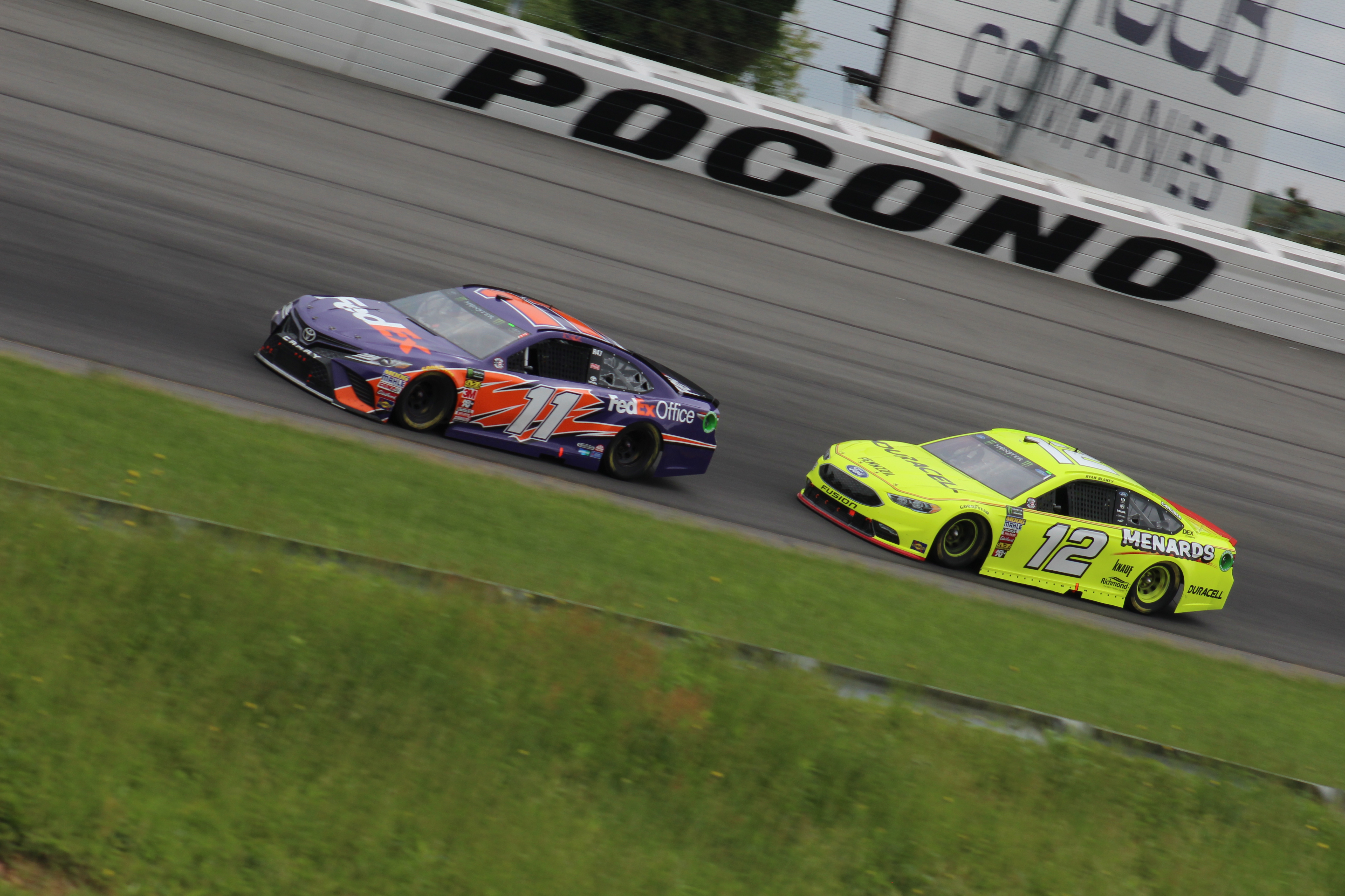 Denny Hamlin (11) and Ryan Blaney (12) race at Pocono