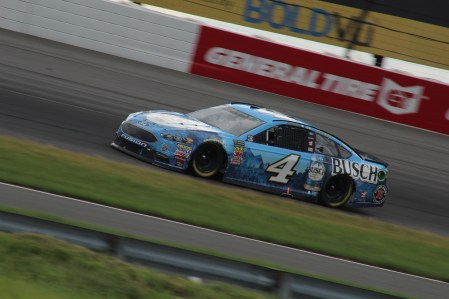 Kevin Harvick races in the 2018 Pocono 400 (Tyler Head | The Racing Experts)