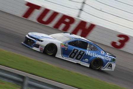 Alex Bowman races during the 2018 Pocono 400. (Tyler Head | The Racing Experts)