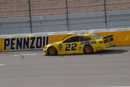 Joey Logano races during the 2019 Pennzoil 400 at Las Vegas Motor Speedway. Photo by Chris Madrid/The Racing Experts