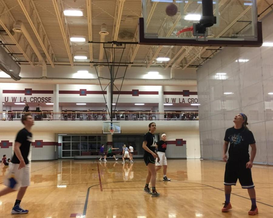 Students+compete+in+the+UW-L+3v3+Basketball+Tournament
