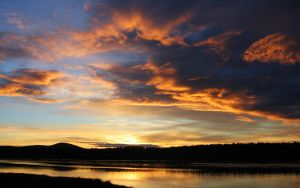 beautiful_sunset_by_the_river-wide