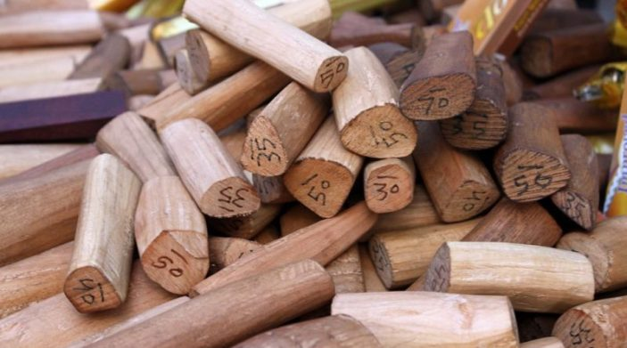 """Résultat de recherche d'images pour """"Avantages de l'huile essentielle de bois de santal"""""""