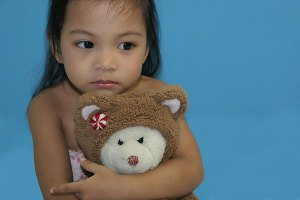 Young sad girl hugging teddy bear | Children, Adolescent & Teen Counseling | Jennifer Levin | Therapy Heals | Pasadena, CA 91106