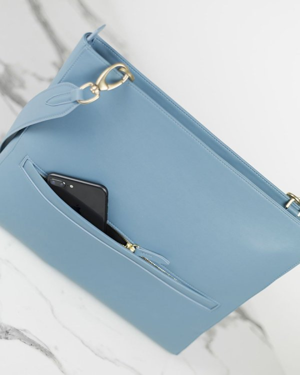 The perfect workbag for women in light blue made of sustainable vegan leather