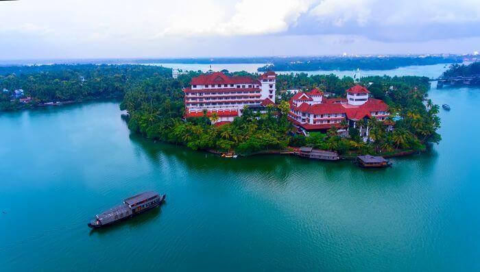 backwater resorts in kollam