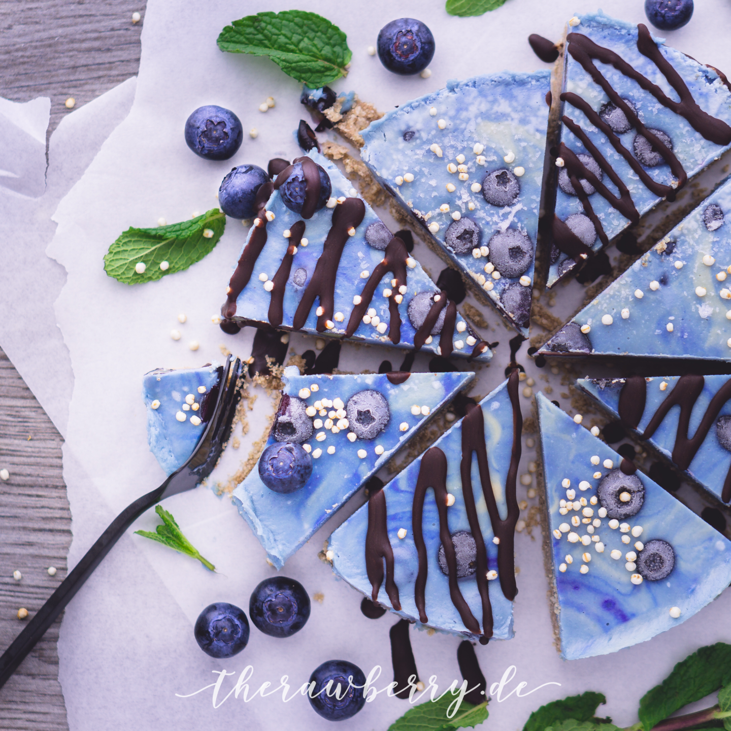 cake, raw, vegan, blueberries, recipe, no sugar, easy , lactose free, dairy free, chocolate, fork, brunch, delicious, spiraling, healthy, mint, easy, food, dessert