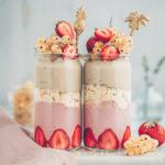 strawberry, tiramisu, erdbeeren, dessert, nachtisch, jars, glutenfree, vegan, glutenfrei, einfach, simple, delicious, lecker, healthy, berries, beret, erdbeeren, strawberries, white currants, weiße Johannisbeeren, rezept, recipe, diet