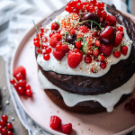 cake, berries, very berry, kuchen, beret, lecker, delicious, einfach, easy, healthy, gesund, vegan, backen, baking, yum, yummy, chocolate, schokolade, layers, schichten, plant-based, Erdbeeren, strawberries, coconut yoghurt, kokosjoghurt, vegan, therawberry, food photography, fotografie, essen, food, dessert, nachtisch, plant-based, wunderschön, Geburtstag, birthday, art, kunst