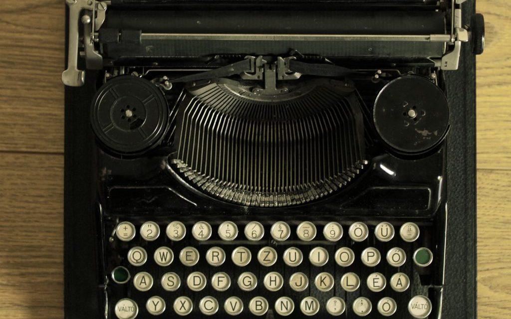 https://i2.wp.com/thereadywriters.com/wp-content/uploads/2016/07/expert-writer.jpg?resize=1024%2C640&ssl=1