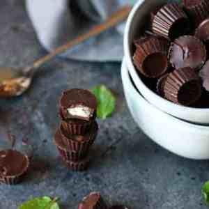 3-Ingredient Dark Chocolate Mint Cups
