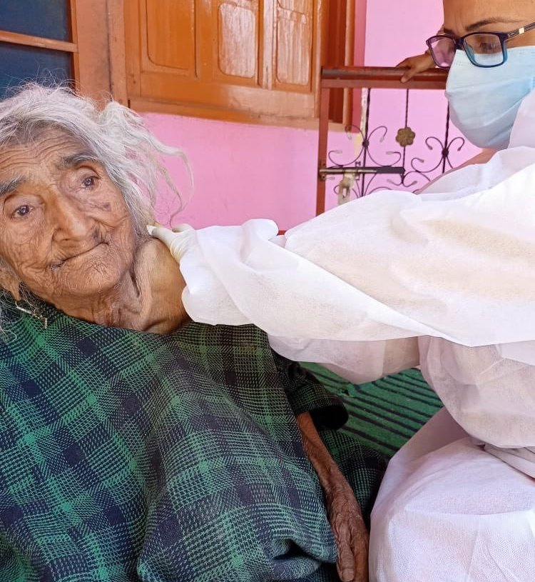 124 years old Rehtee Begum of Baramulla becomes the oldest woman to get Covid jab