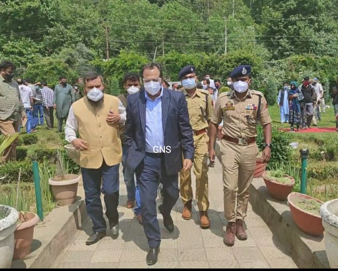 Advisor Baseer Khan Visits Kupwara To Review COVID-19 Scenario