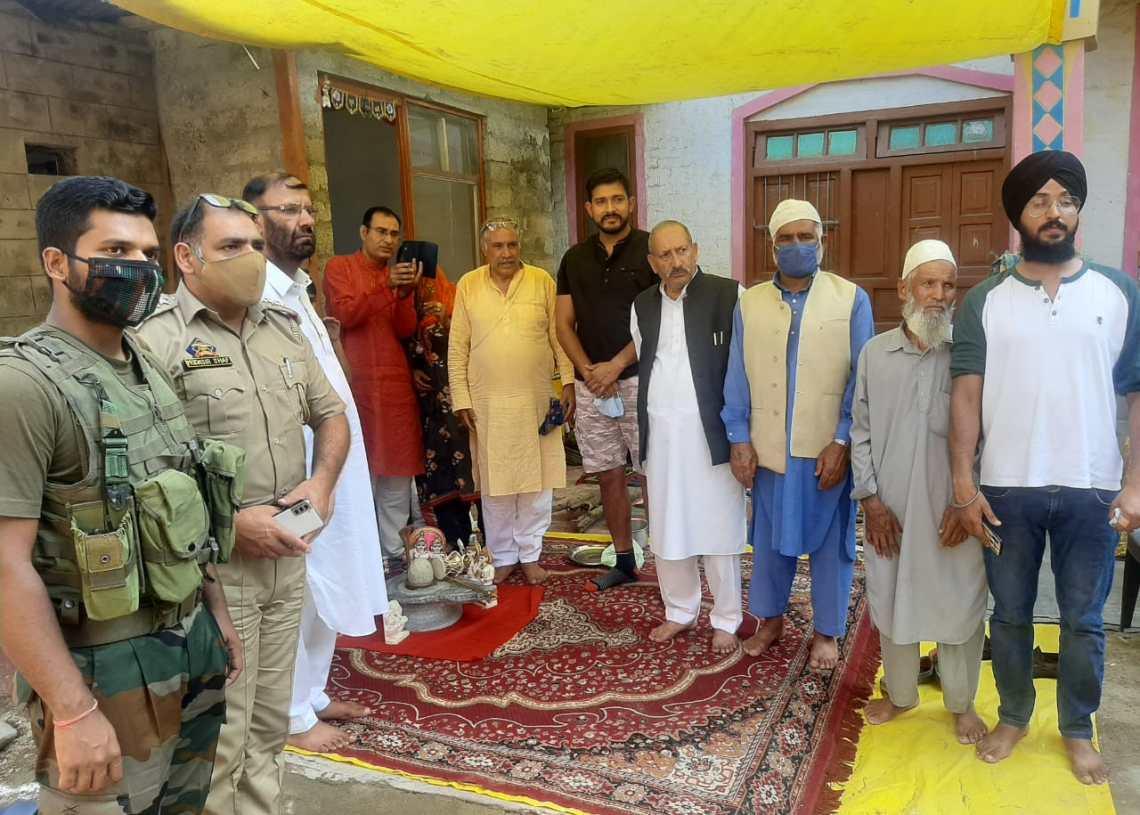 BJP Leaders Showing Brotherhood Established New Mandir at Panzalla Rafiabad, D K Nehru BJP Senior Leader thanked the Muslim community for their support.