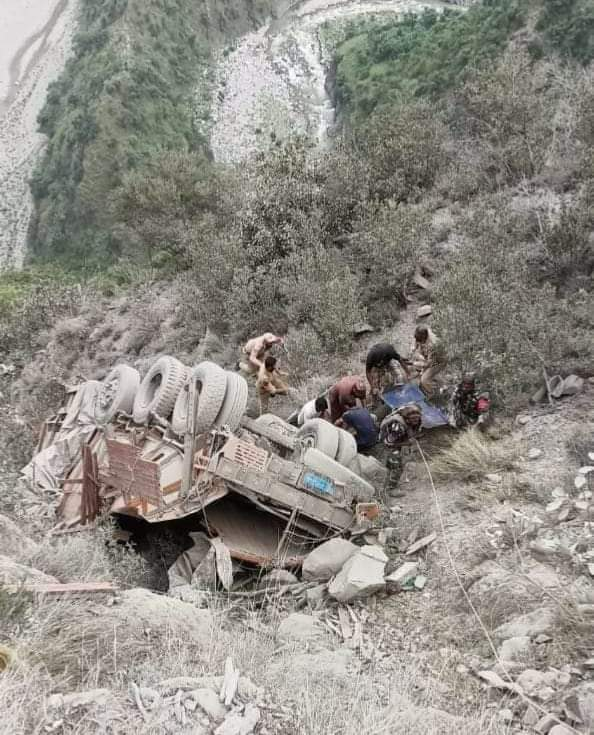 Truck met with accident at Monkey Morh Ramban, 1 dead and 1 injured.