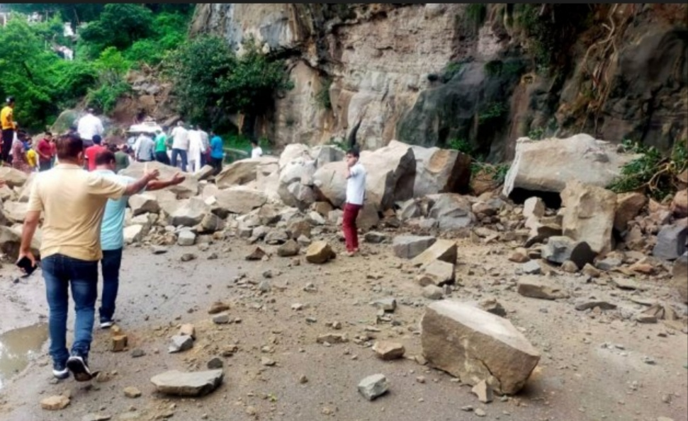 Flash floods triggered by heavy rains hit Himachal; 1 killed, 10 missing