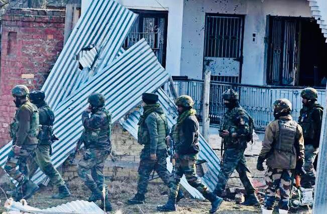 Gunfight at Malpora Mir Bazar in Kulgam Ended and traffic on Srinagar-Jammu highway Being Restored