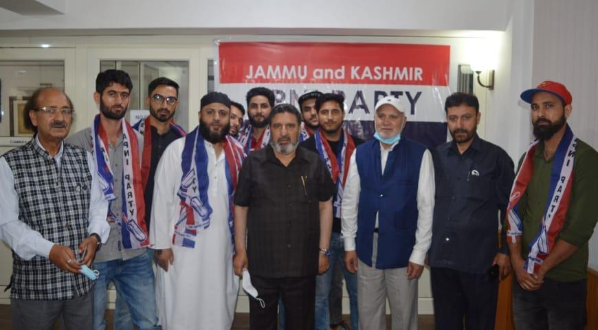BJP's social media incharge district Doda Dr Fahad Rameez along with associates join Apni Party