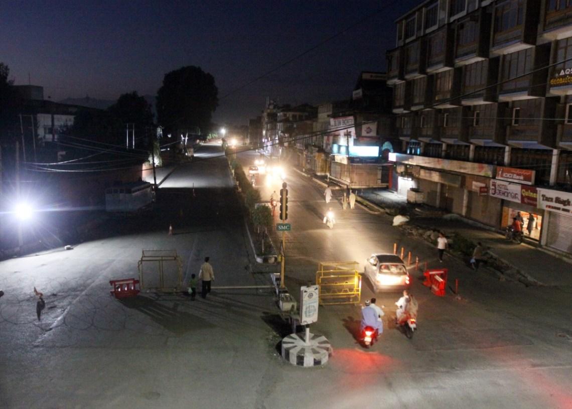 Terrorist Lobbed grenade at joint team of police and CRPF; 2 Policemen, Civilian Injured at Saraf Kadal