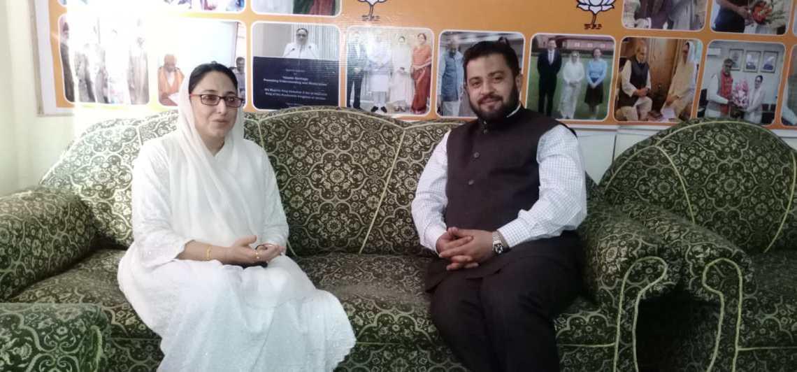 Hakim Muhamed Roohullah Ghazi calls on Daraksha Andrabi