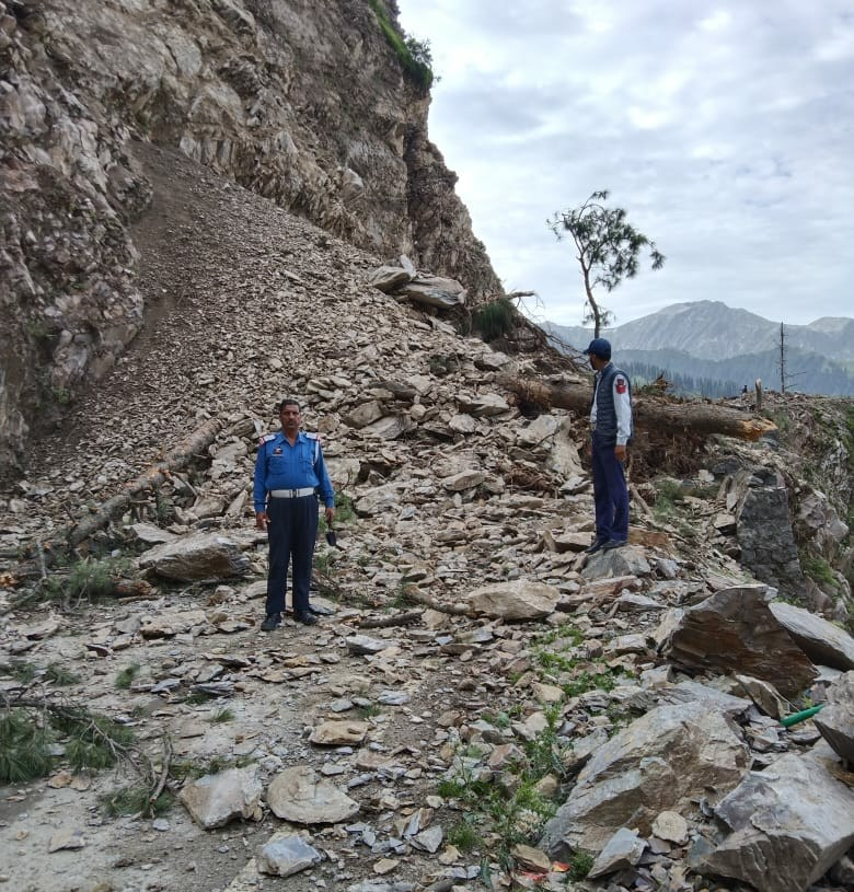 Landslide Closes Mughal Road