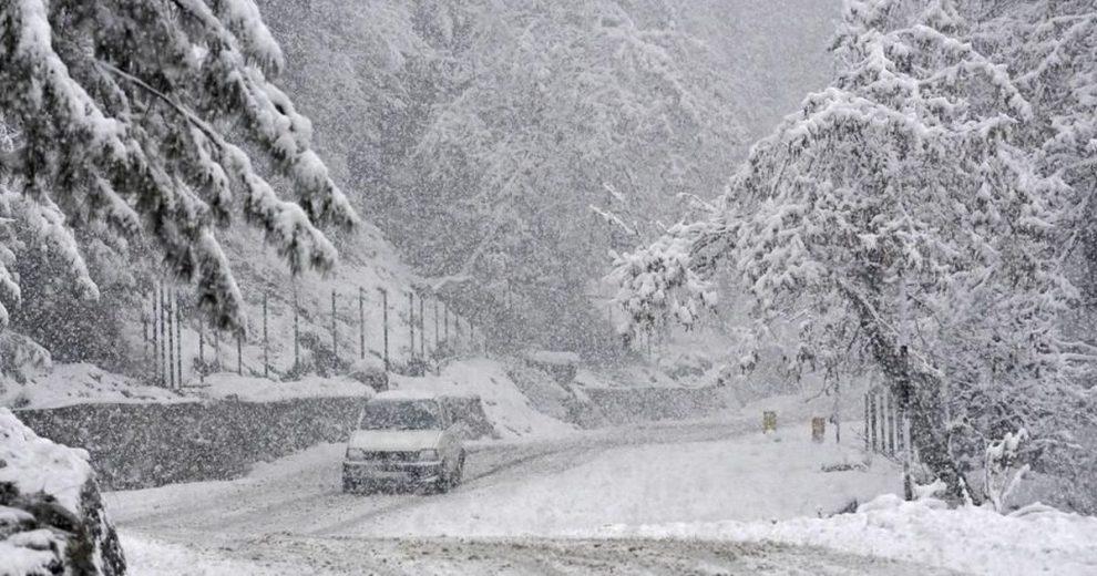 Snowfall in higher reaches brings mercury down; Coldest August temperature in Srinagar in 16 years
