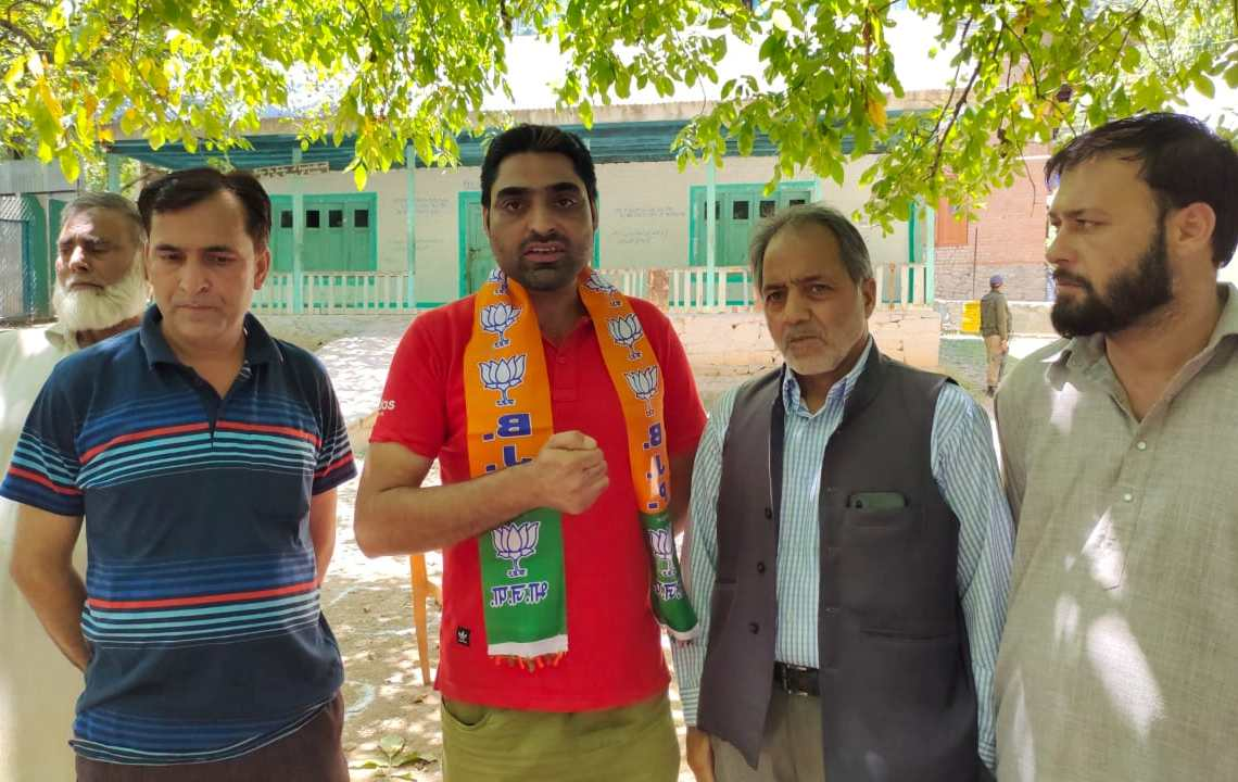 Many people from Walkul lolab on Thursday joined BJP here in presence of BJP senior leader Abdul Rasheed Zarger.