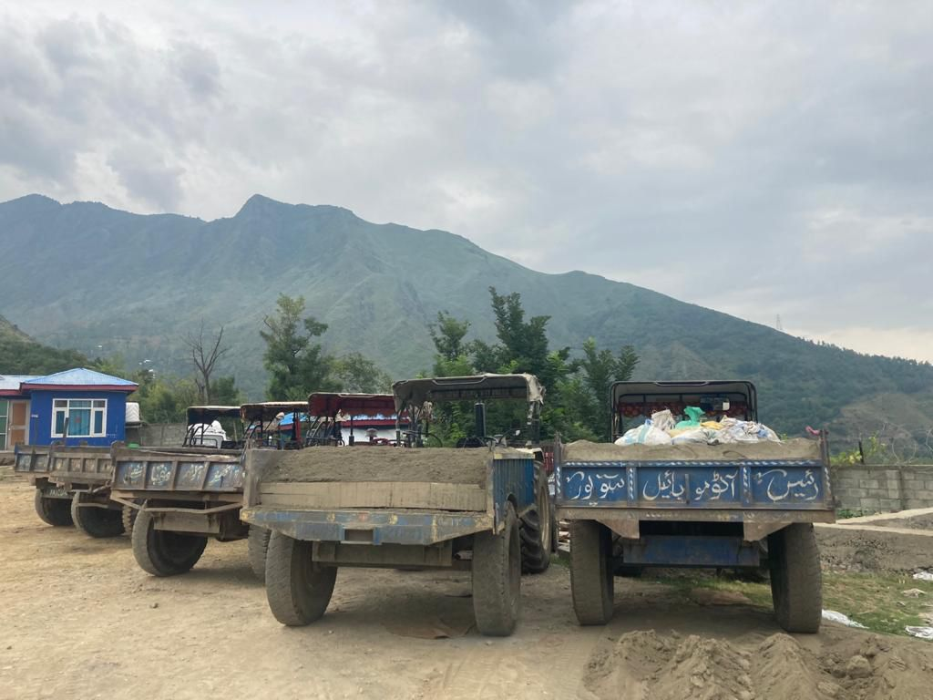 Aragam police today seized 5 Tractors carrying illegal sand and Bajri