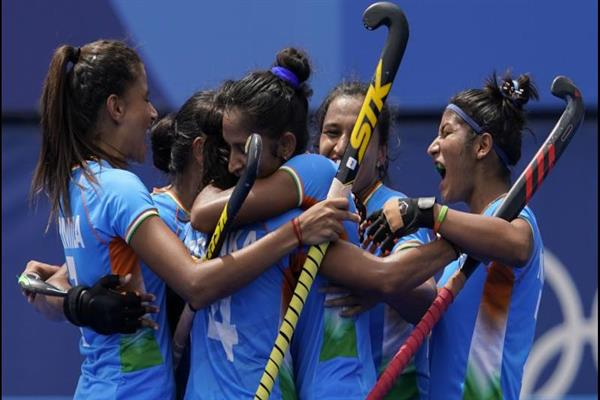 Indian women create history, enter maiden Olympic hockey semifinals