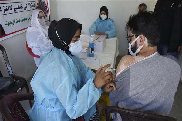 Directorate of Health Services Kashmir holds special COVID-19 vaccination drive in various colleges in Kulgam