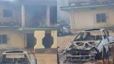 Photo of Mob sets Anambra police station on fire after cop killed okada rider