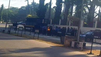Photo of Armed police surround Abuja court as Sowore's trial resumes