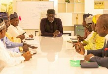 Photo of Okorocha praises EFCC officials, suggests they need better pay to reject bribes