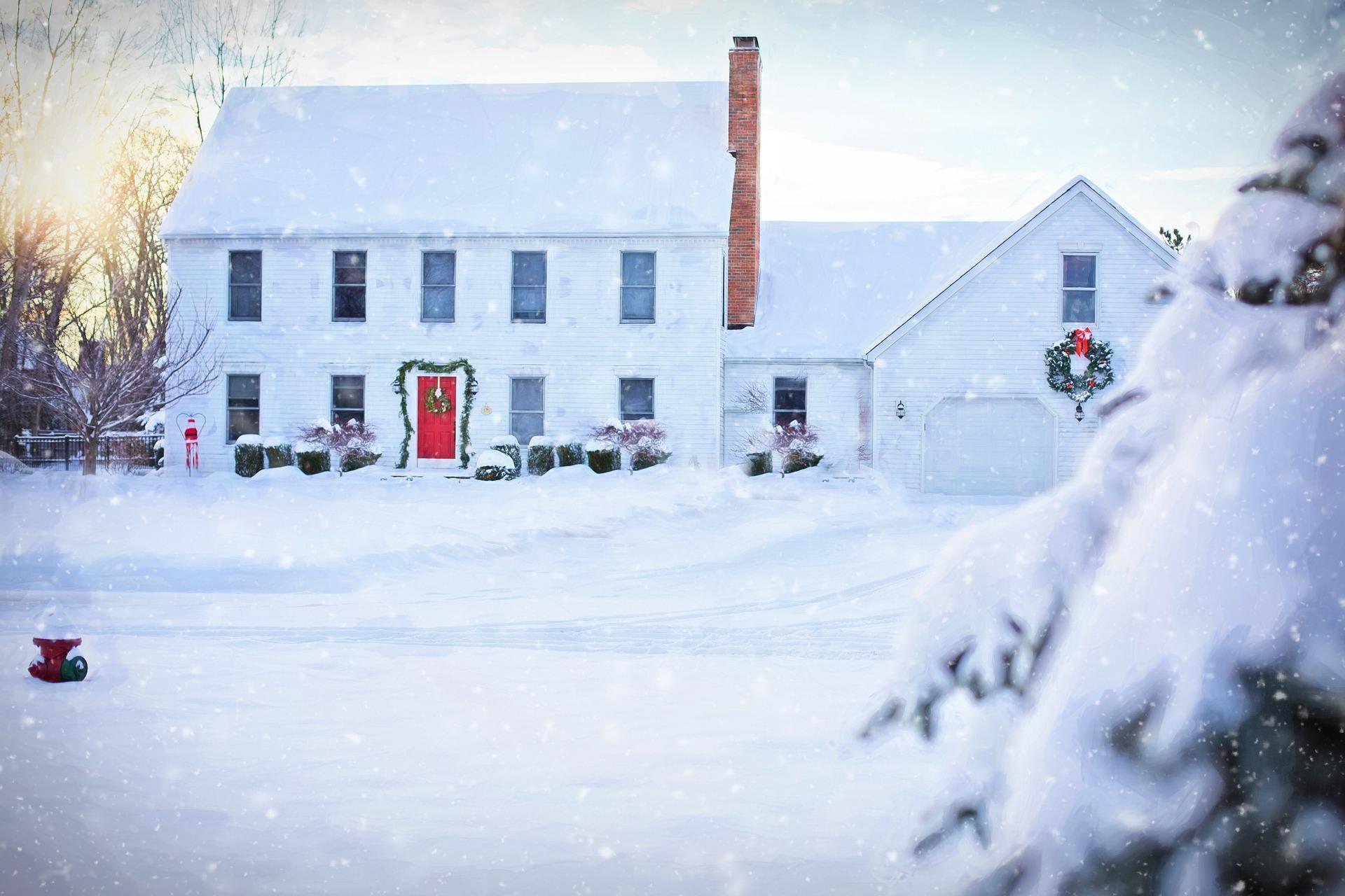 christmas-house-1913902_1920.jpg