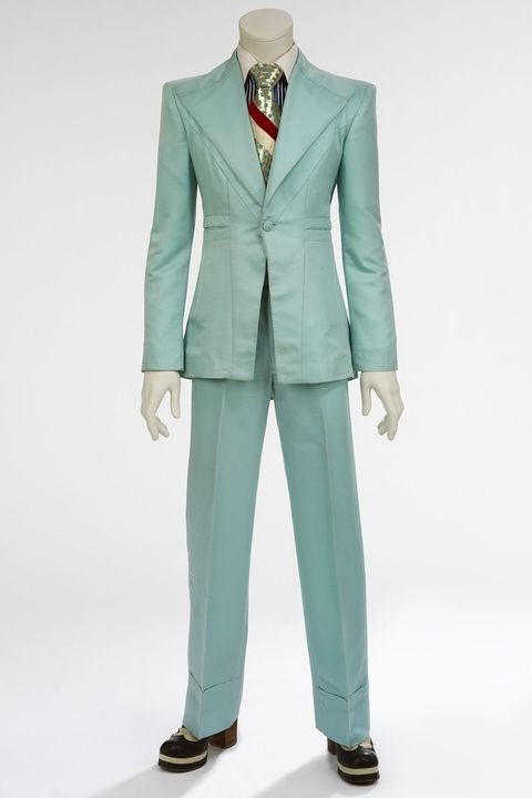 hbz-david-bowie-brooklyn-museum-ice-blue-suit-1972-designed-by-freddie-burretti-for-the-life-on-mars-video-1507140912