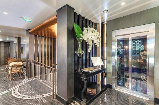 lobby-at-hotel-juliana