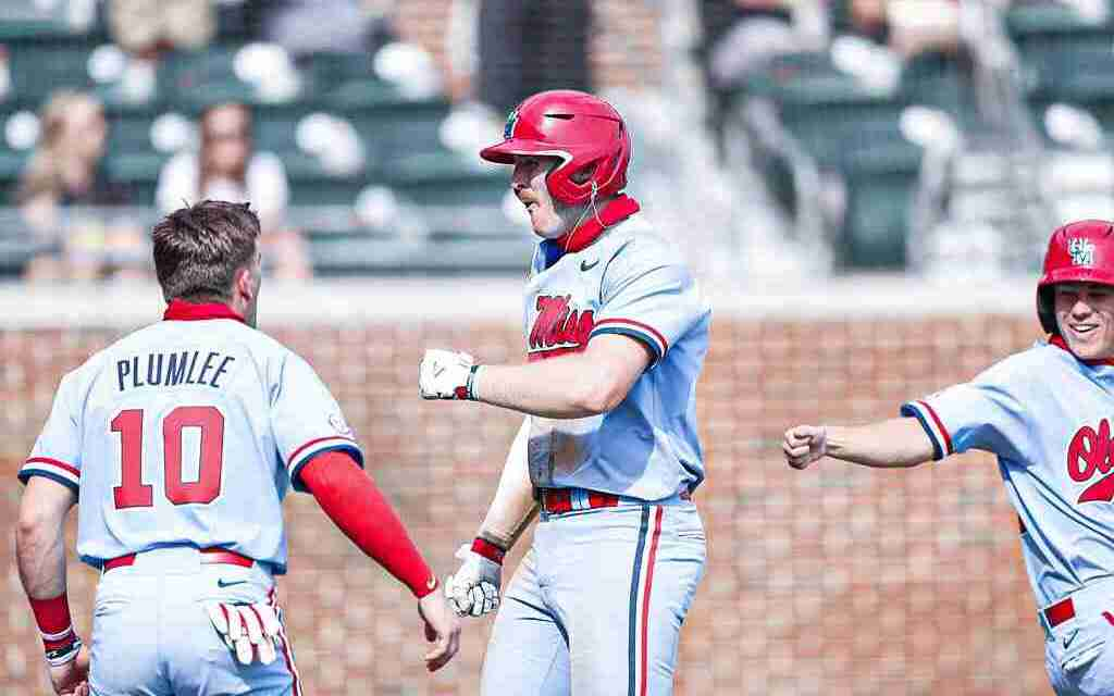 """Diamond Rebels Use """"Never Quit"""" Mentality in Sweep of Alabama"""
