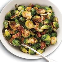 Brussels Sprouts with Bacon, Walnuts and Mustard - TheRecipe.Website